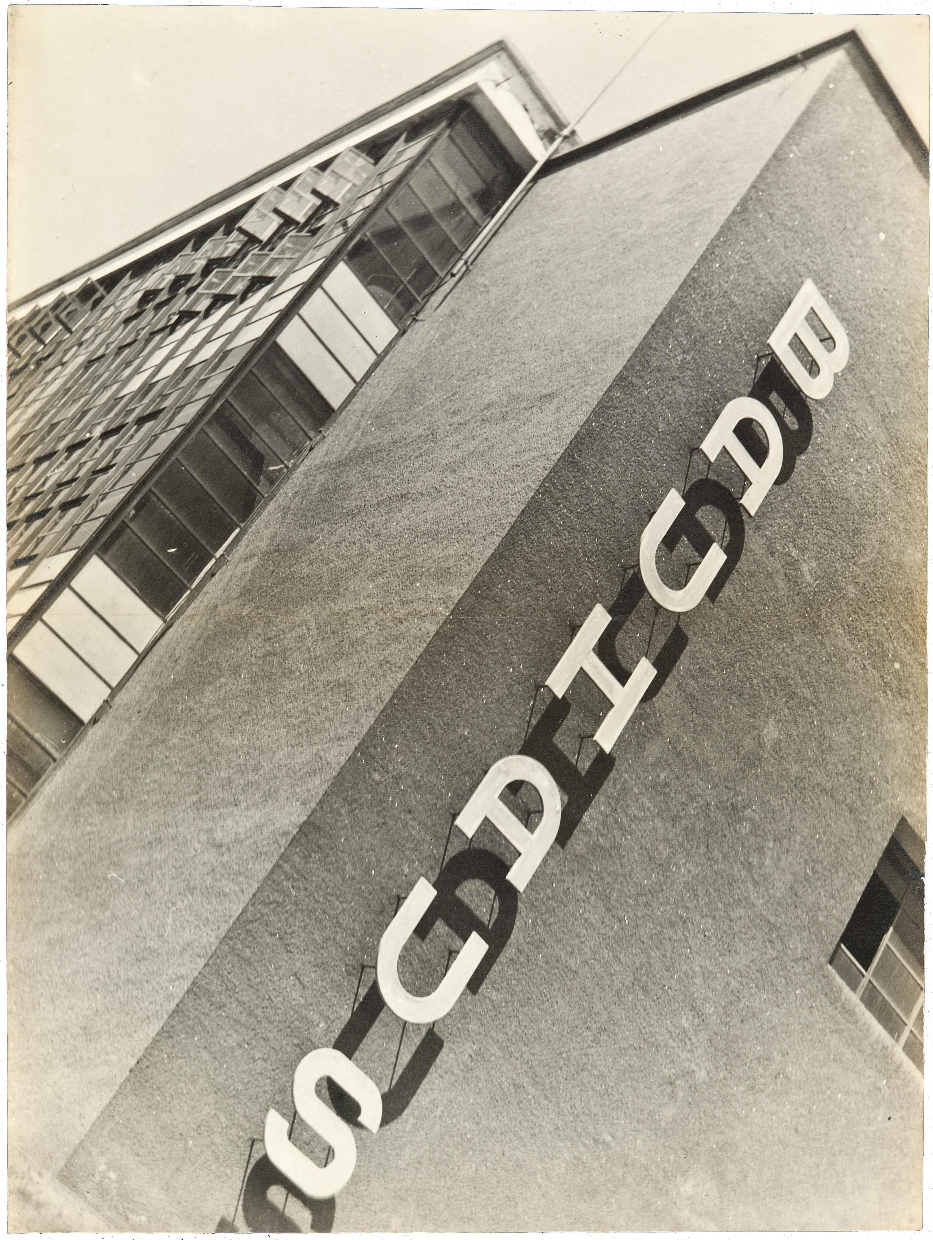 Review bauhaus art as life barbican centre by alexandra for Architecture bauhaus