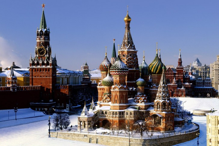 Moscow-Kremlin-Winter-Snow-St.-Basils-Cathedral-St.-Basils-Cathedral-485x728