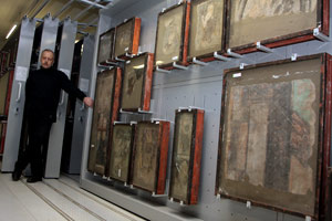 Buddhist Wall Paintings at  the Art Restoration and Storage Centre Staraya Derevnya / Courtesy of The State Hermitage