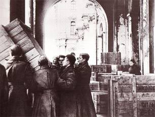 The Hermitage exhibits are returning to the museum after the evacuation, 1945 / Courtesy of The STate Hermitage