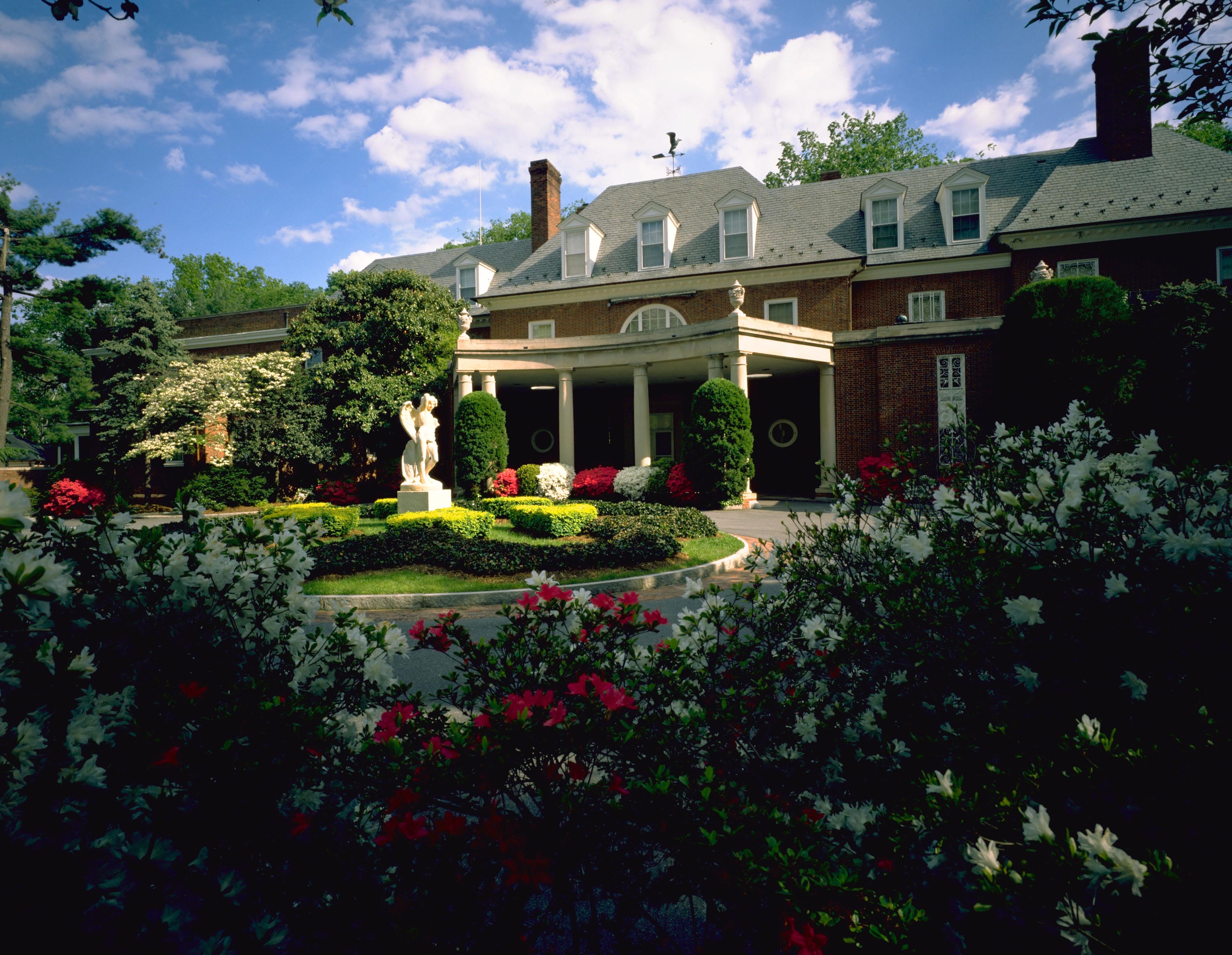 Opportunity 2016 Scholar In Residence Program At Hillwood