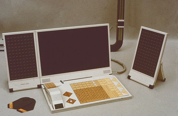 'Sphinx' working station, 1987 / Courtesy of Moscow Design Museum