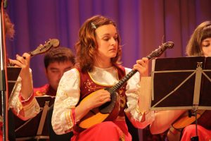 Discovering a Russian folk instrument – domra