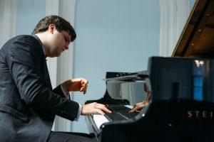 Maxim Kinasov – the supreme story teller at New Artist recital